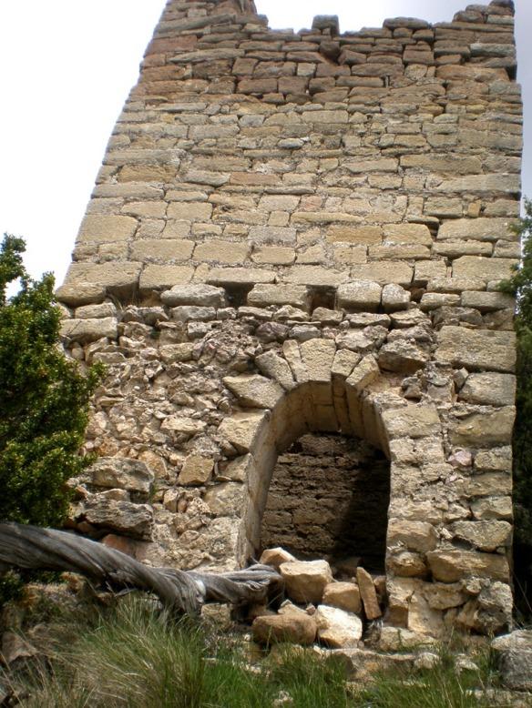 Las ruinas del Castillo de Santos en la Sierra de Sebil