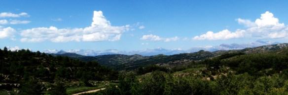 Las vistas desde la pista del acceso y retorno al Pirineo