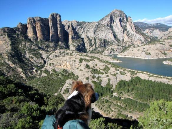 Las vistas a los Mallos de Ligüerrii desde la zona de la Cueva de los Murciélagos