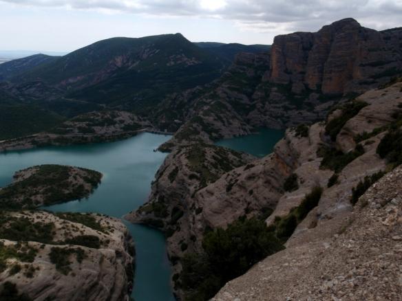 Las vistas desde el Paso de Natersa hacia la presa de Vadiello