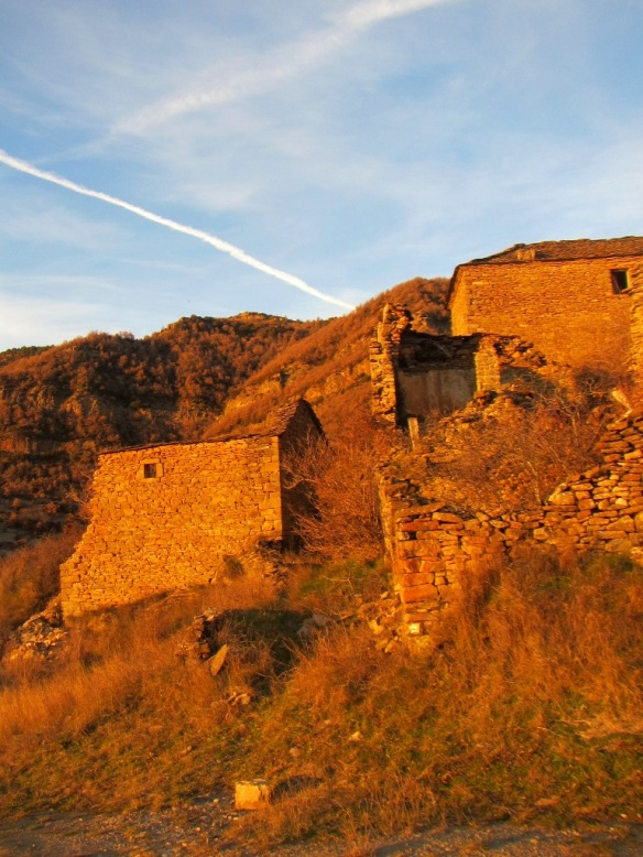 La cresta del Tozal de Lusera desde el mismo pueblo