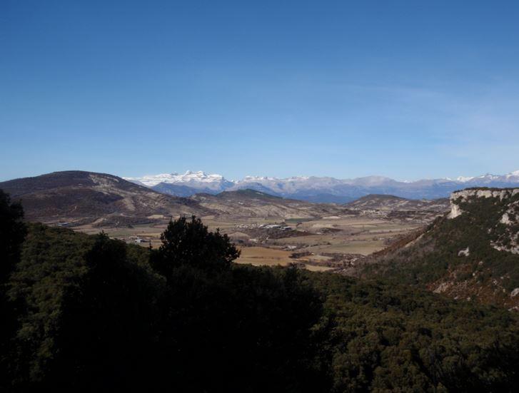 Vistas al Pirineo desde las cercanías de Betorz